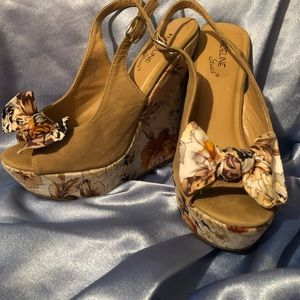 Shoes - Floral wedges with bow
